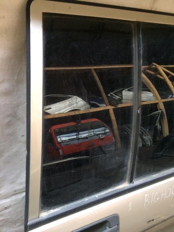 Форточка двери Isuzu Bighorn UBS69 задняя правая (б/у)
