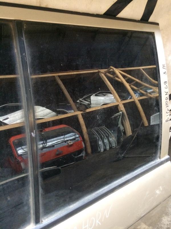 Стекло двери Isuzu Bighorn UBS69 заднее правое (б/у)