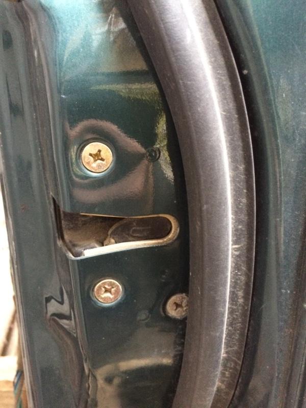 Замок двери Isuzu Bighorn UBS69 передний правый (б/у)