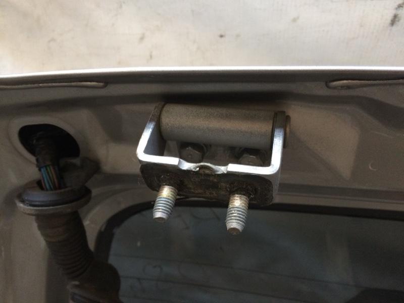 Петли на дверь Mitsubishi Delica PE8W задние (б/у)