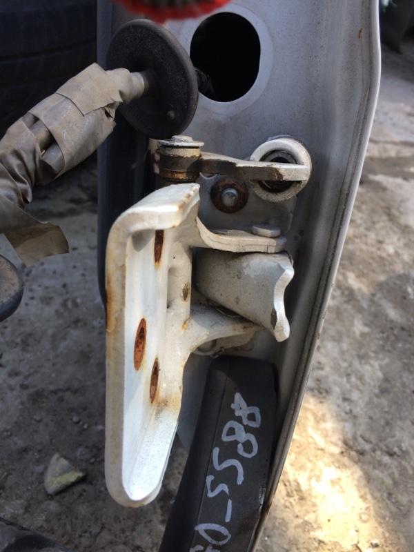 Петли на дверь Mazda Bongo SS88 передние левые нижние (б/у)