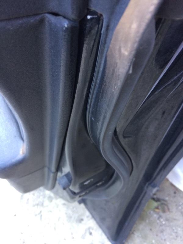 Уплотнительная резинка дверей Subaru Legacy BL5 передняя правая (б/у)