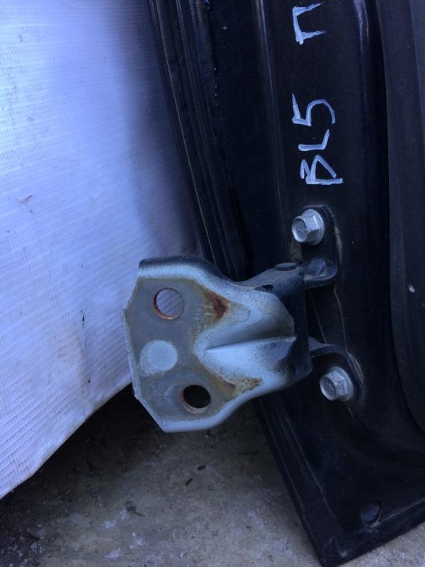 Петли на дверь Subaru Legacy BL5 передние правые нижние (б/у)
