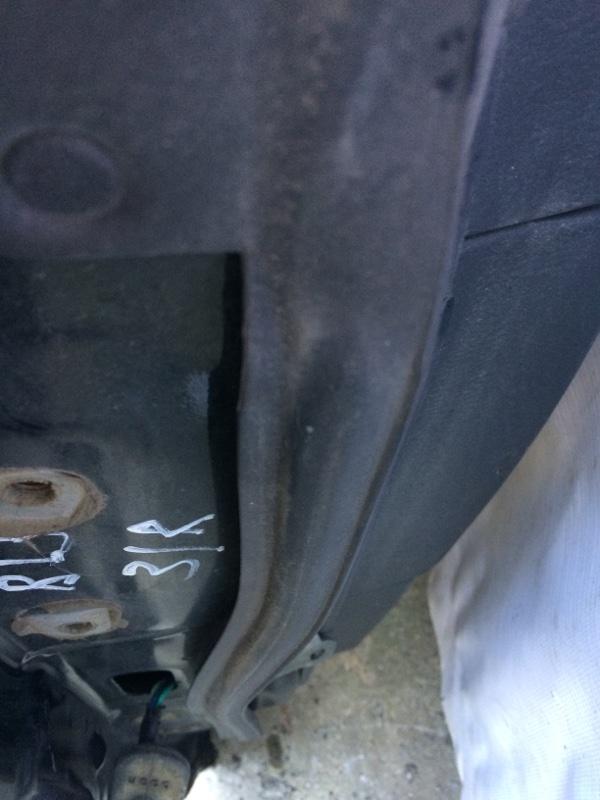 Уплотнительная резинка дверей Subaru Legacy BL5 задняя правая (б/у)