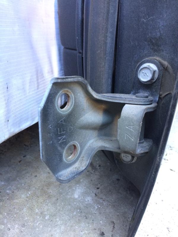 Петли на дверь Subaru Legacy BL5 передние левые нижние (б/у)