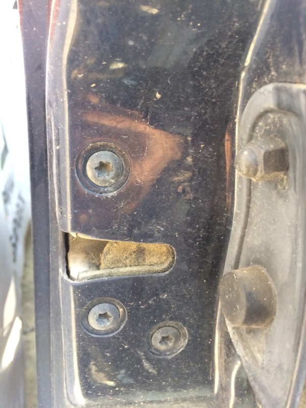Замок двери Mitsubishi Pajero V26W задний (б/у)