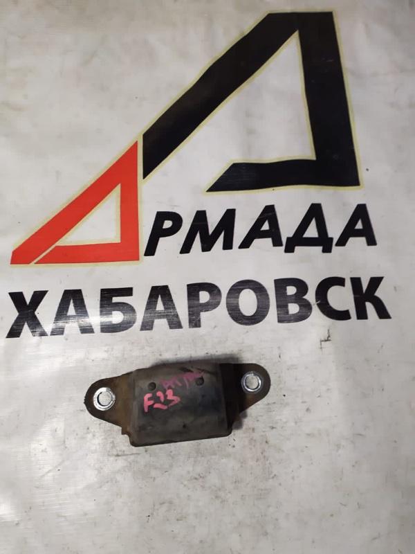 Отбойник Nissan Condor F23 передний (б/у)