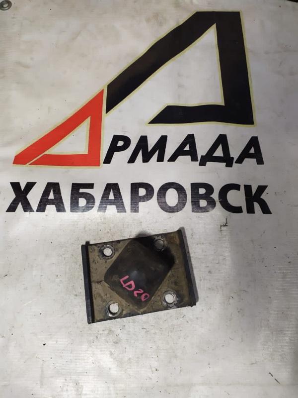 Отбойник Nissan Vanette UGJNC22 LD20 задний (б/у)