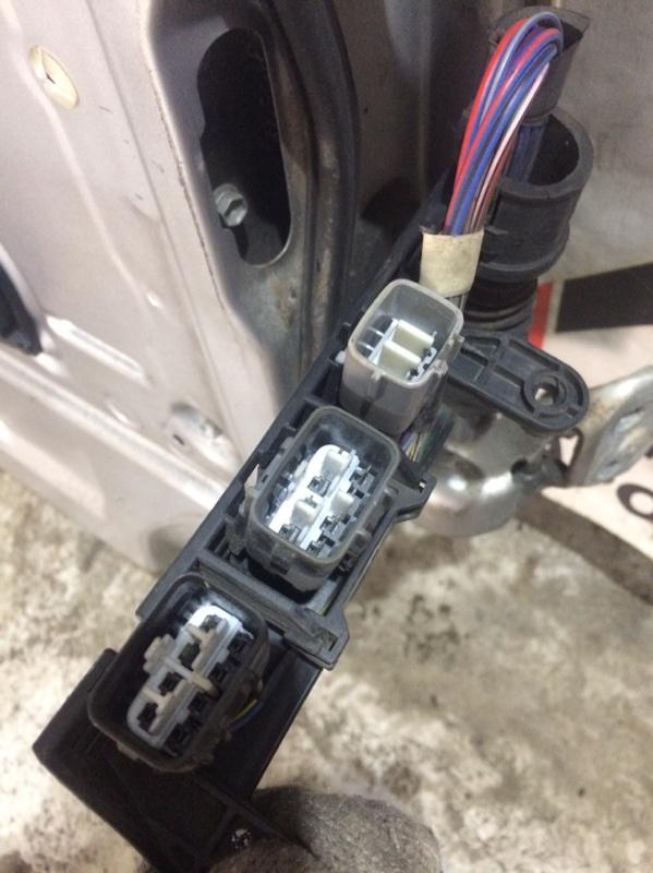 Проводка двери Toyota Granvia KCH16 передняя левая (б/у)