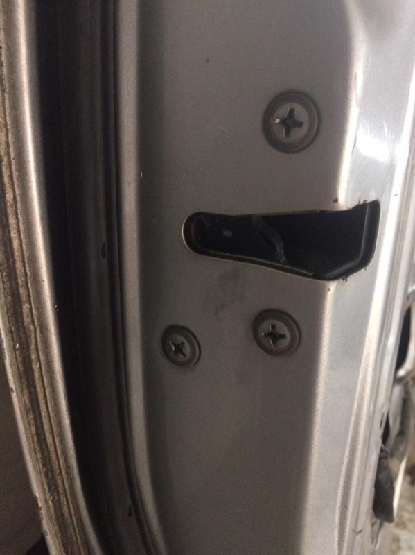 Замок двери Toyota Granvia KCH16 передний левый (б/у)