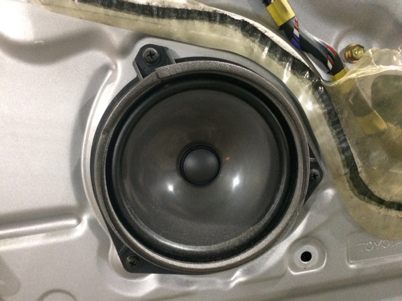 Динамик Toyota Granvia KCH16 передний правый (б/у)