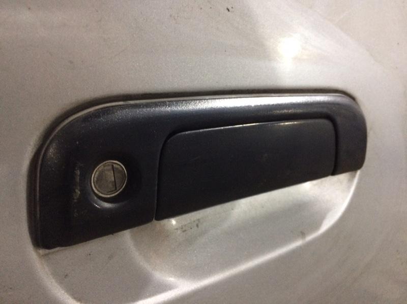 Ручка двери внешняя Toyota Granvia KCH16 передняя правая (б/у)