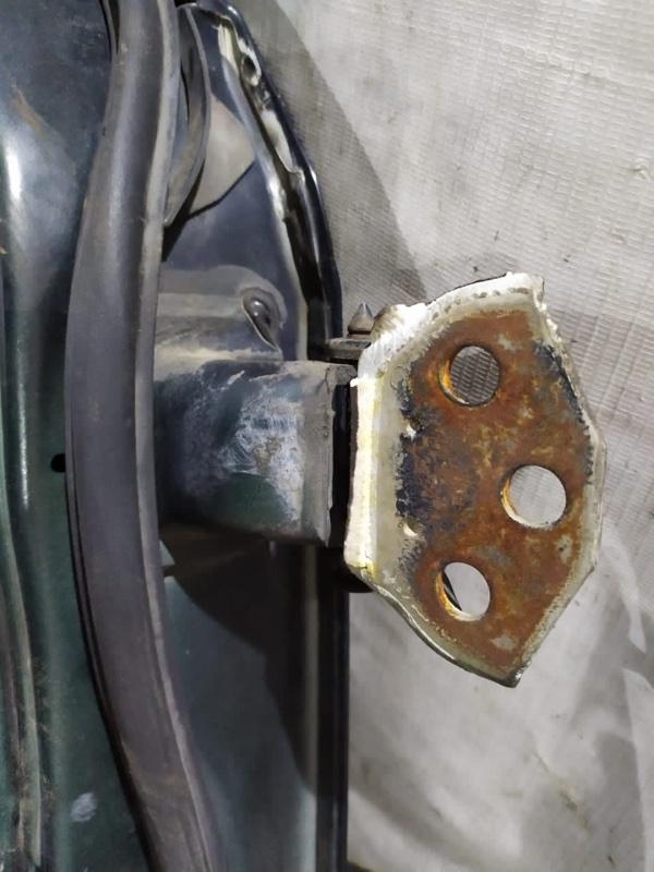 Петли на дверь Nissan Caravan ARE24 передние левые верхние (б/у)