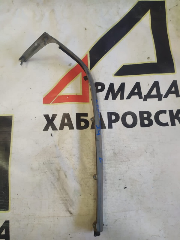Планка под фары Nissan Caravan ARME24 левая (б/у)