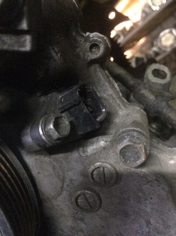 Датчик положения коленвала Toyota Belta KSP92 1KR (б/у)