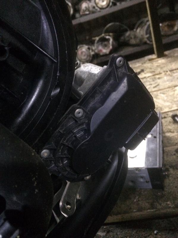 Дроссельная заслонка Toyota Belta KSP92 1KR (б/у)