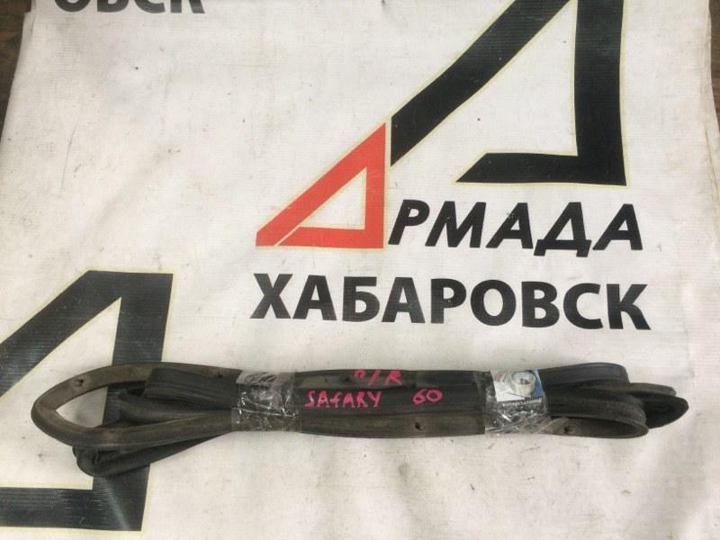 Уплотнительная резинка дверей Nissan Safari VRGY60 передняя правая (б/у)