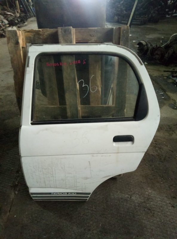Уплотнительная резинка на стекло двери Daihatsu Terios Kid J111A EF задняя левая (б/у)