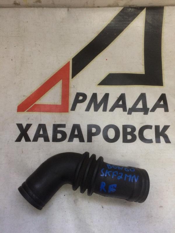 Патрубок воздушного фильтра Nissan Vanette SKF2MN RF (б/у)