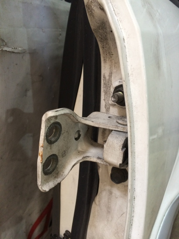 Петли на дверь Mitsubishi Pajero V75W 6G74 задние левые верхние (б/у)