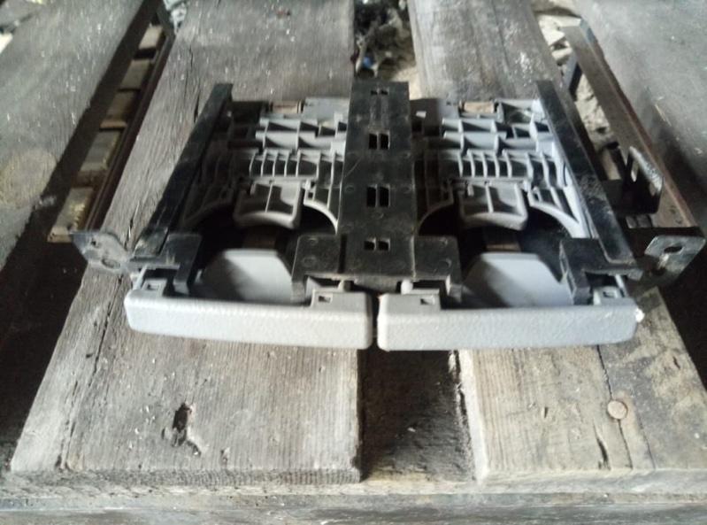 Подстаканник Toyota Ipsum ACM21 передний (б/у)
