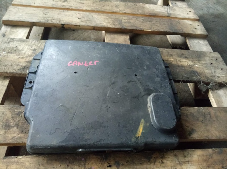 Защита клемм аккумулятора Mitsubishi Canter (б/у)