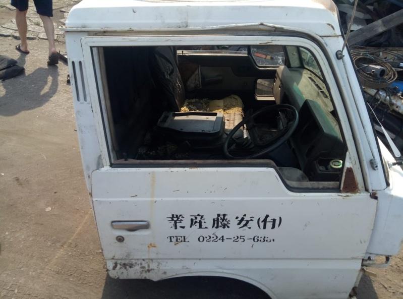 Стекло двери Nissan Atlas TF22 переднее правое (б/у)