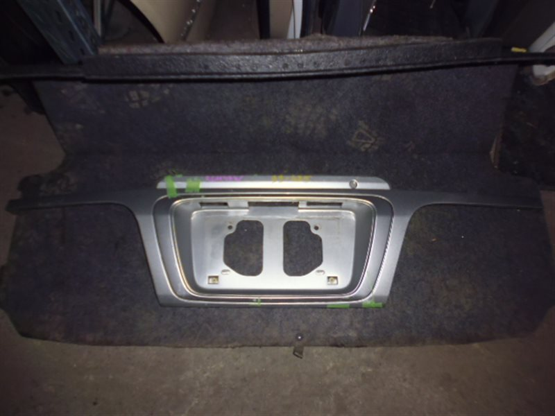 Накладка 5-й двери Toyota Hiace Regius RCH47 (б/у)
