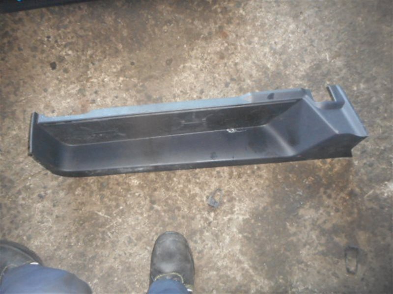 Порожек пластиковый Mitsubishi Delica D5 CV5W задний левый (б/у)