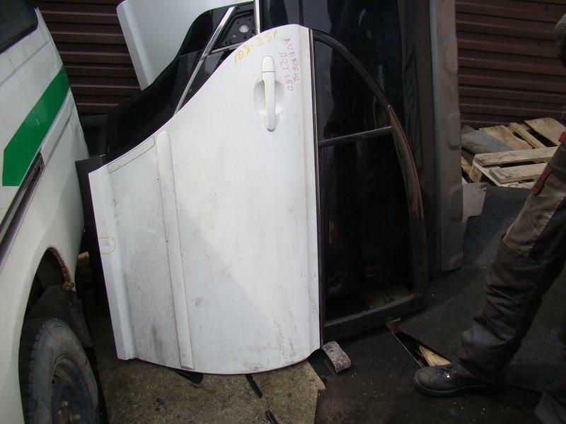 Дверь Toyota Avensis AZT250 задняя правая (б/у)