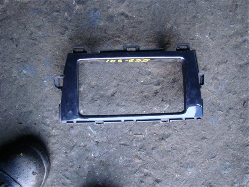 Консоль магнитофона Toyota Prius ZVW30 (б/у)