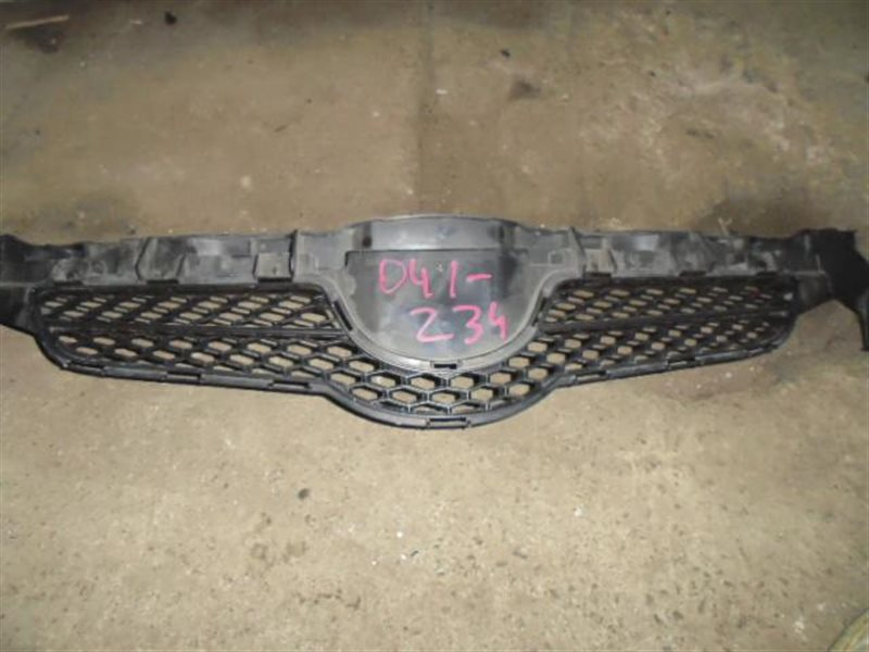 Решетка радиатора Toyota Auris NZE154 (б/у)