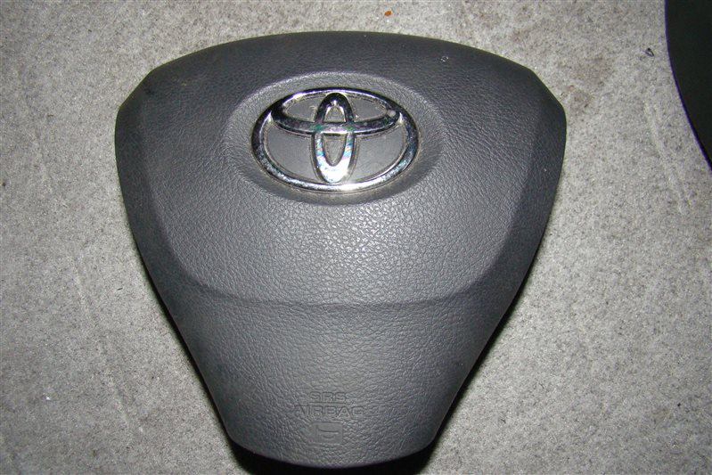 Airbag на руль Toyota Voxy ZRR70 (б/у)