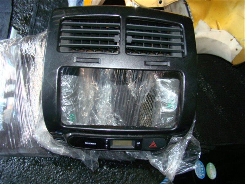 Консоль магнитофона Toyota Ist NCP60 (б/у)