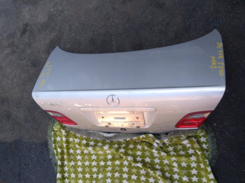 Крышка багажника Mercedes-Benz E320 задняя (б/у)