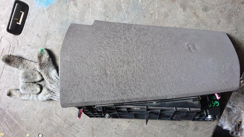 Бардачок Toyota Prius NHW20 (б/у)
