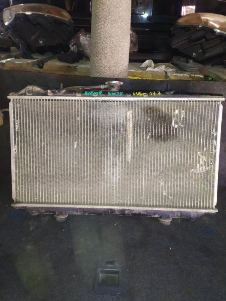 Радиатор охлаждения Nissan Avenir SW10 CD20 передний (б/у)