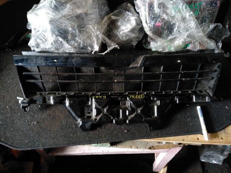 Решетка радиатора Toyota Voxy ZRR80 (б/у)
