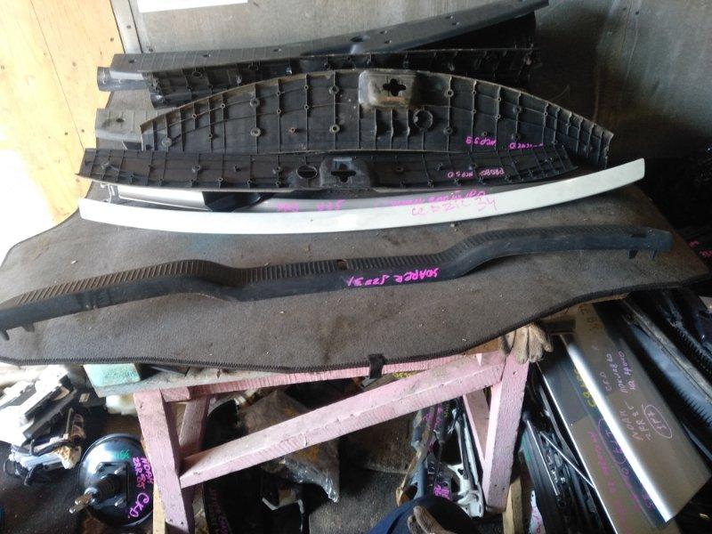 Пластик замка багажника Toyota Soarer JZZ31 задний (б/у)