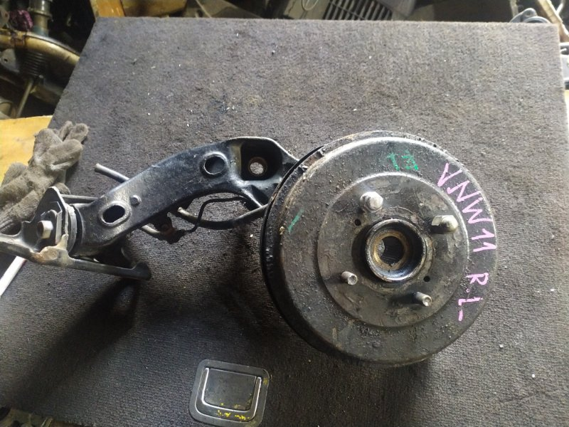 Ступица Nissan Expert VNW11 QG18 задняя правая (б/у)