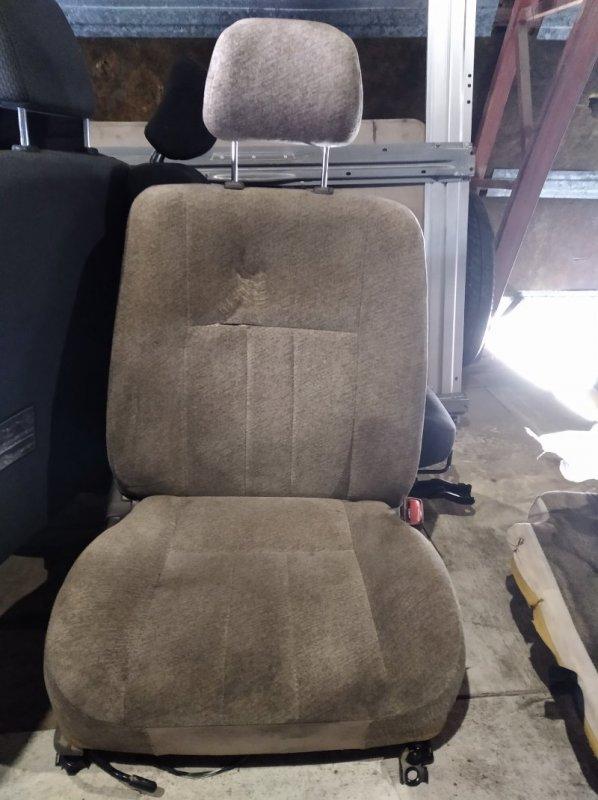 Сиденье Toyota Vista SV40 переднее правое (б/у)