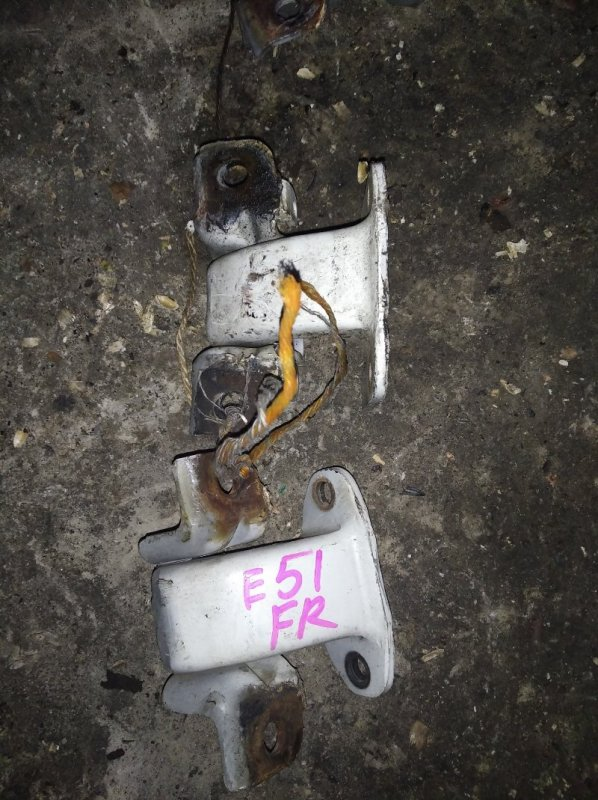 Петли на дверь Nissan Elgrand E51 передние правые (б/у)