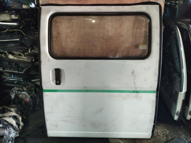 Дверь Nissan Caravan E25 задняя левая (б/у)
