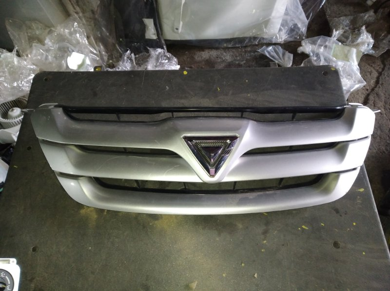 Решетка радиатора Toyota Caldina AZT240 (б/у)
