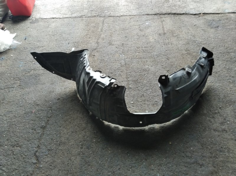 Подкрылок Mazda Premacy CWEFW передний левый (б/у)