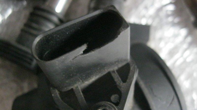 Датчик расхода воздуха Audi A4 8EC BFB (б/у)
