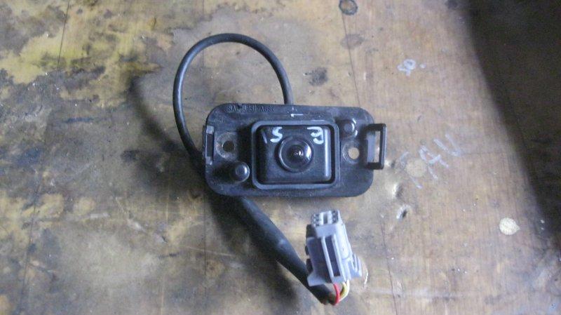 Парковочная камера Nissan Elgrand E51 NE51 VQ35DE (б/у)