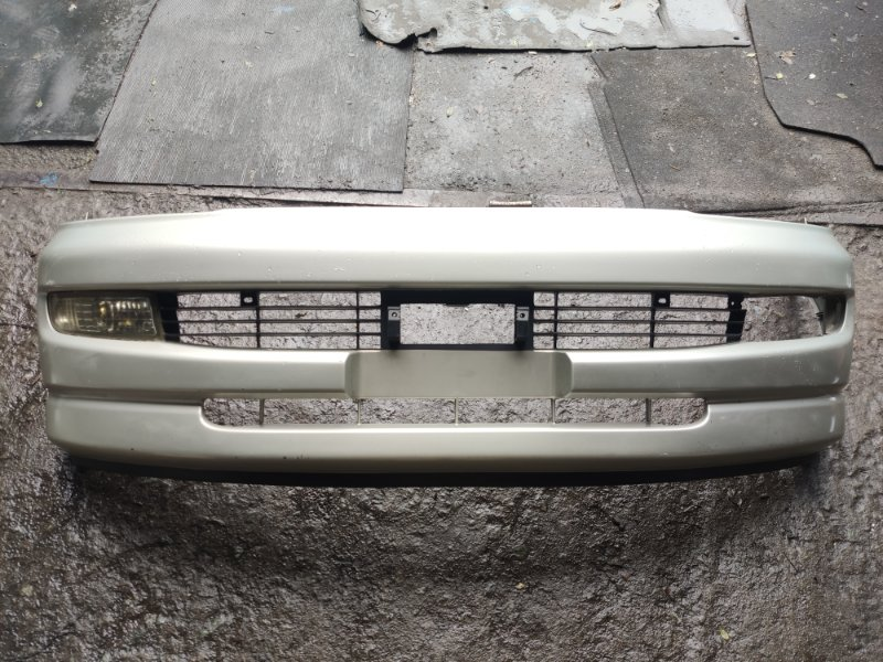 Бампер Toyota Hiace Regius LXH49 передний (б/у)