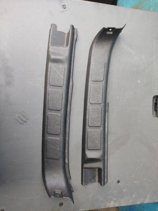 Пластик замка багажника Subaru Forester SF5 (б/у)