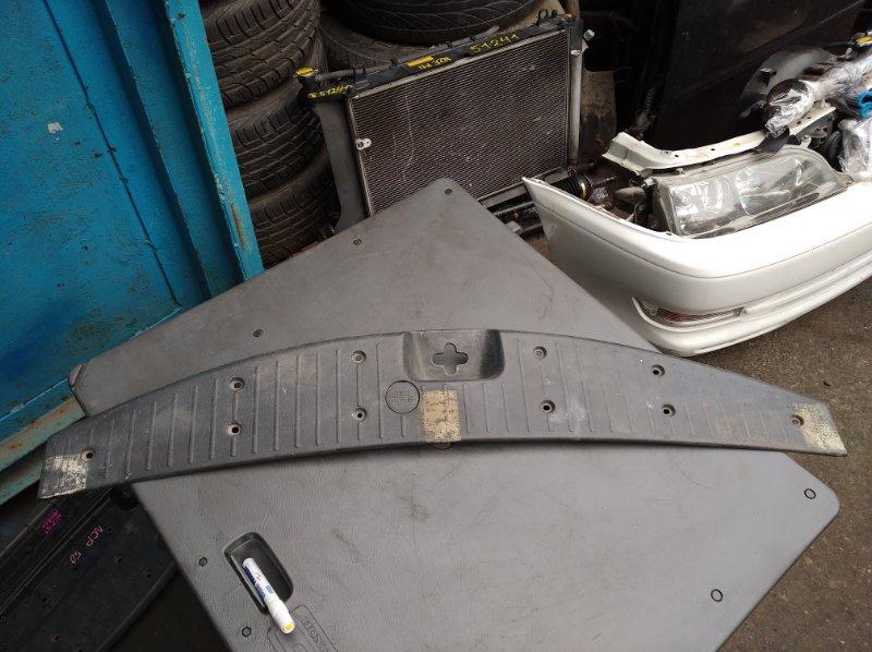 Пластик замка багажника Toyota Succeed NCP58 (б/у)